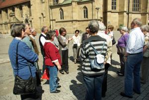 Gruppe mit Stadtführerin