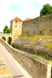 Wachturm und Schutzmauer