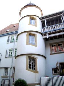 Außenliegendes rundes Treppenhaus