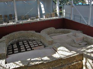 Grundmauern des Badhauses